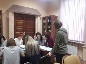 Карин на занятии в гр. ИЯ-АНБ-512